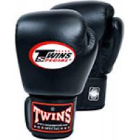 Перчатки боксерские Twins для муай тай (черные)