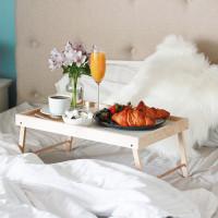 Столик для завтрака в постель белого цвета