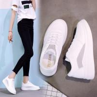 Белые женские спортивные кроссовки на толстой плоской
