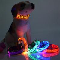 Светящийся флюоресцентный ошейник для собаки. В ассортименте
