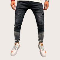 Мужские джинсы с карманом и текстовым принтом