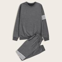 Мужские спортивные брюки и свитшот с полосками