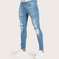 Мужские рваные джинсы с оригинальным принтом