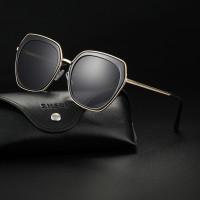 Мужские солнечные очки с металлической рамкой