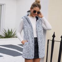 Плюшевое пальто жилет с капюшоном и карманом
