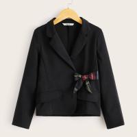 Пиджак с клетчатым узлом и воротником лацканом