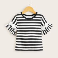 Полосатая футболка с аппликацией для девочек