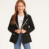 Твидовый пиджак с жемчугами и клиновидным вырезом