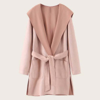 Замшевое пальто с капюшоном и разрезом