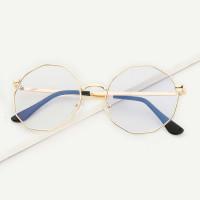 Мужские солнцезащитные очки с полигональными линзами